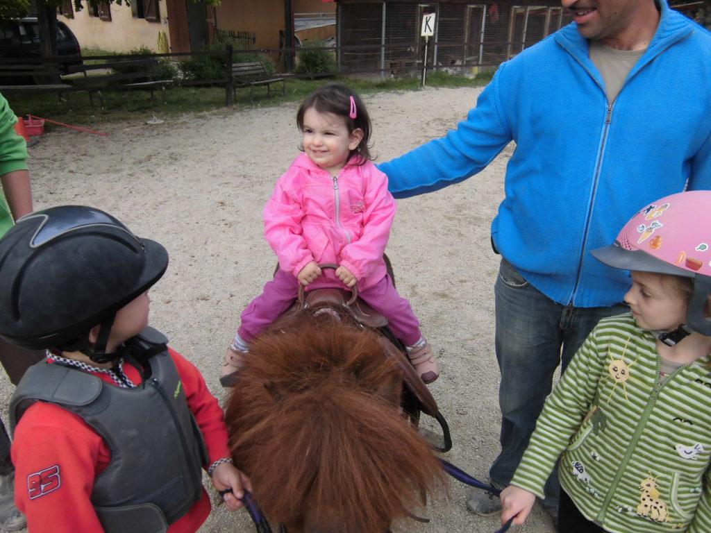 Scuola pony e passeggiate per bambini